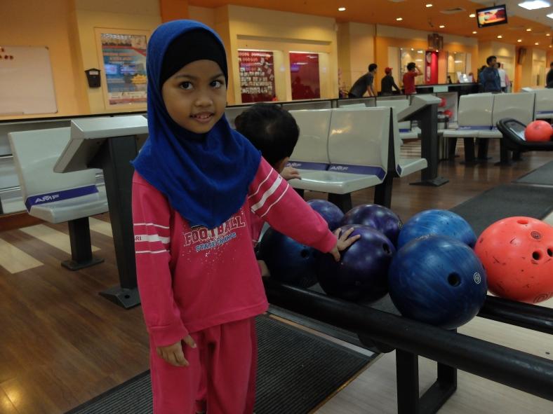 Latihan Bowling
